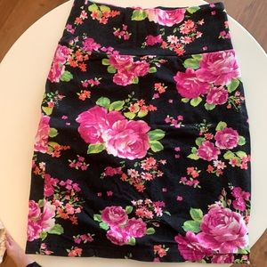 HOT TOPIC | Floral Pencil Skirt